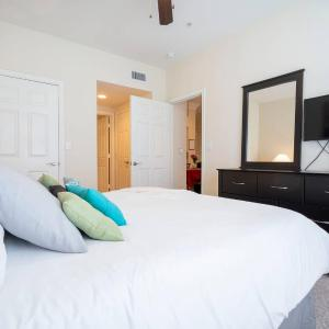 Fantastic River Oaks Montrose Apartment with Fast WiFi Near Downtown in Houston