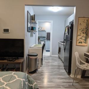 Beautiful Private Midtown Room with Kitchenette in Houston