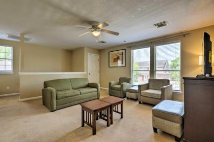 Spacious Apartment Near Downtown Houston and UH - image 1
