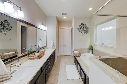 Washington Corridor All-Suite w/ Gourmet Kitchen townhouse - image 10