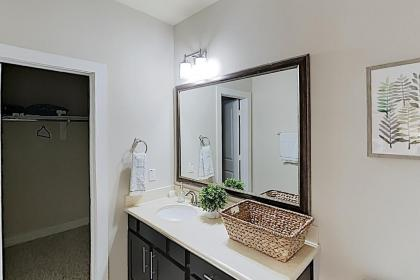 Washington Corridor All-Suite w/ Gourmet Kitchen townhouse - image 18
