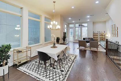 Washington Corridor All-Suite w/ Gourmet Kitchen townhouse - image 4